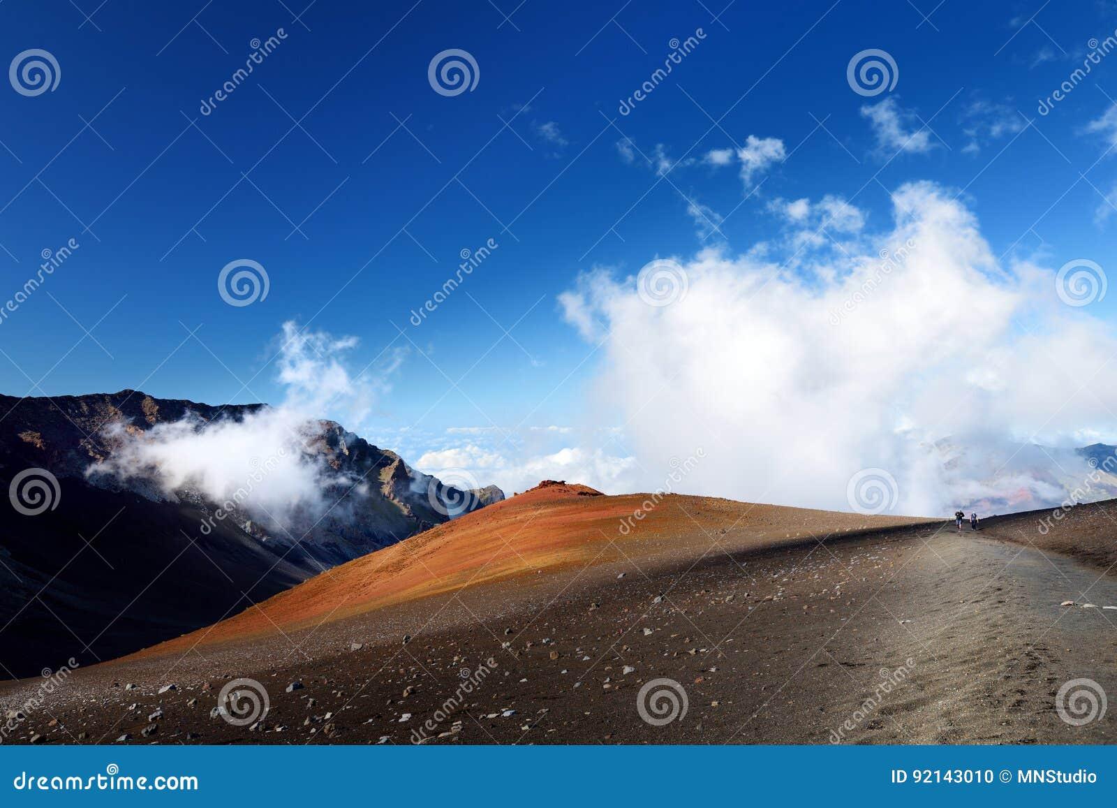 Het overweldigende die landschap van Haleakala-vulkaankrater uit het Glijdende Zand wordt genomen sleept, Maui, Hawaï