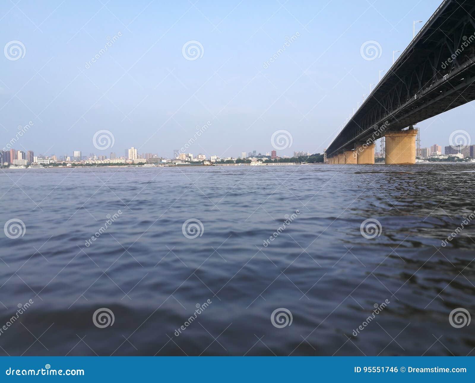 Het overzien van de Yangtze-Rivier
