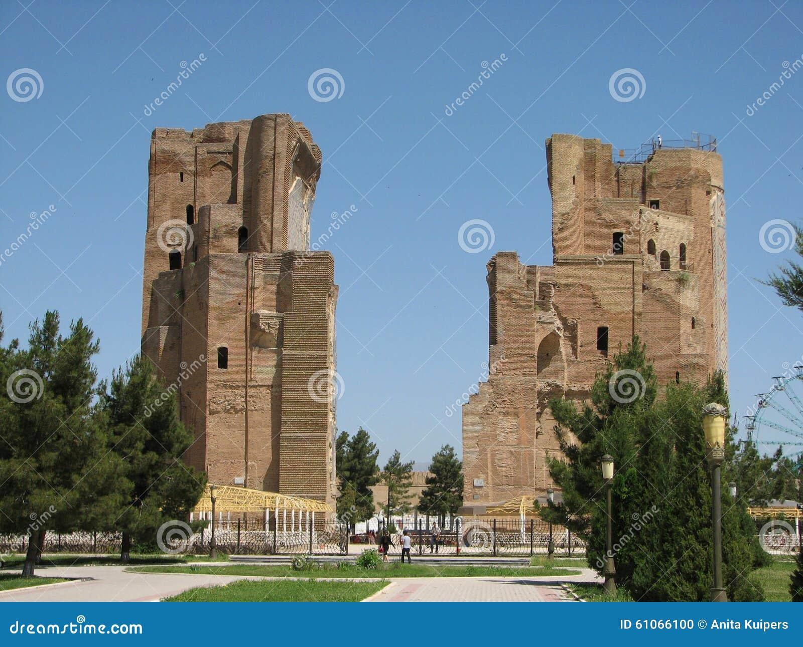 Het paleis van ak-Sarai van de ruïnespoort in Shakhrisabz, Oezbekistan