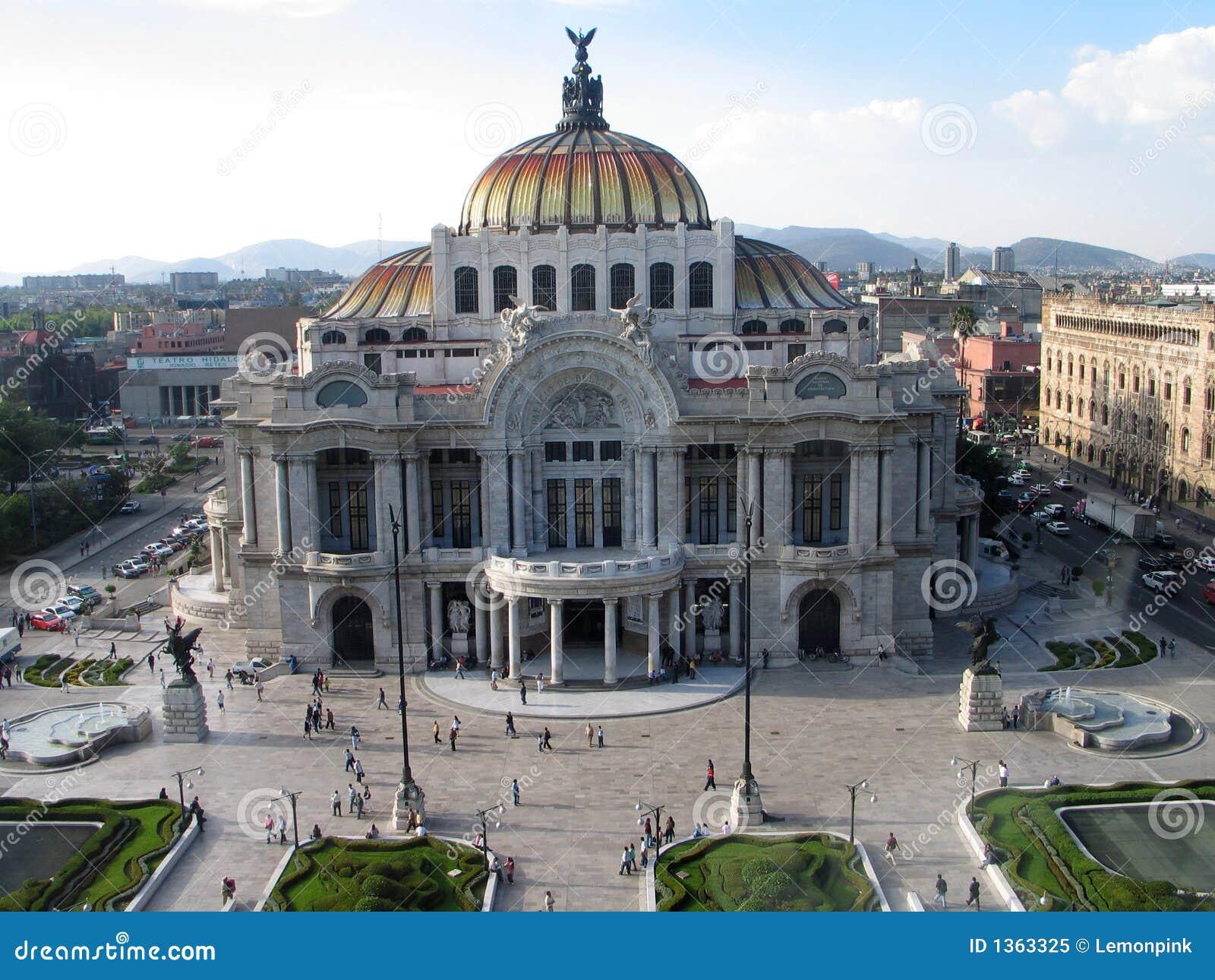 Het paleis van Artes van Bellas in Mexico-City? s onderaan stad