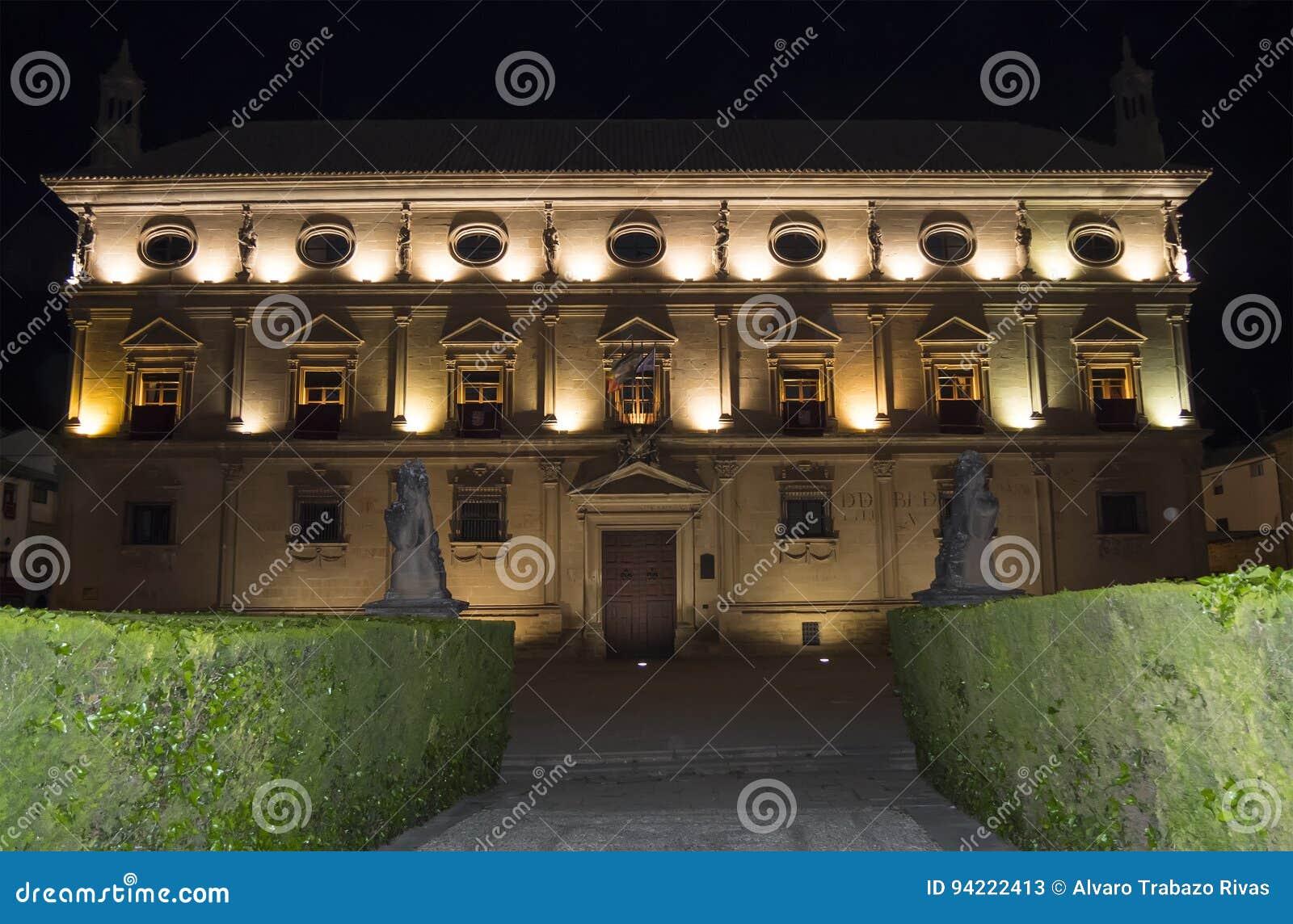 Het Paleis van Vazquez DE Molina Palace van de Kettingen bij nacht, Ubeda,