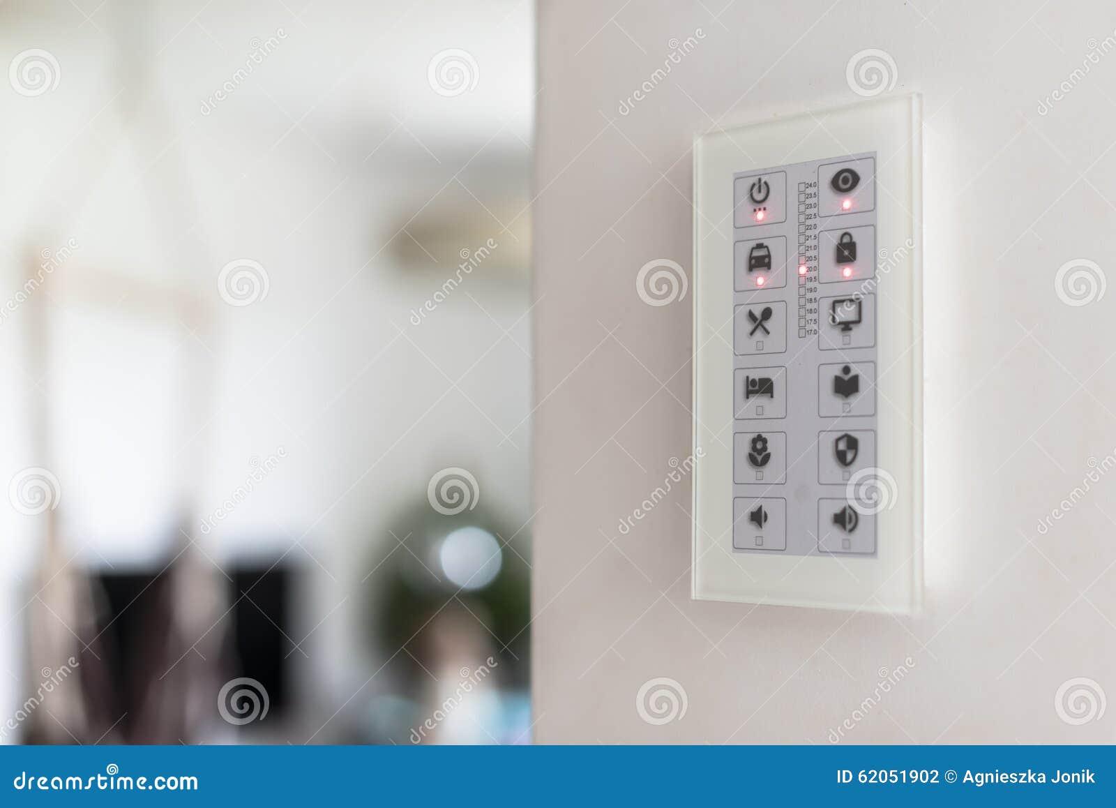 Het paneel van de muuraanraking om intelligente huisapparaten te controleren