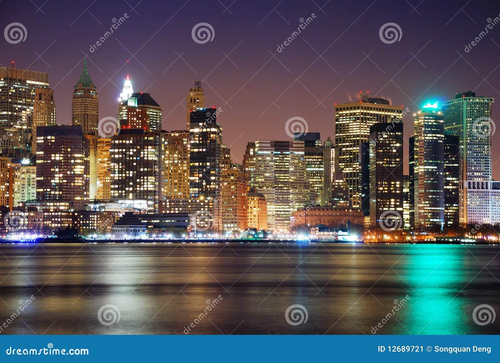Het panorama van de de nachthorizon van de Stad van New York