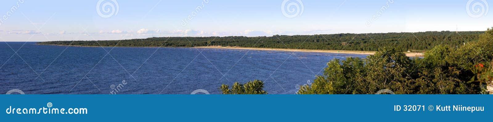 Het panorama van de kustlijn