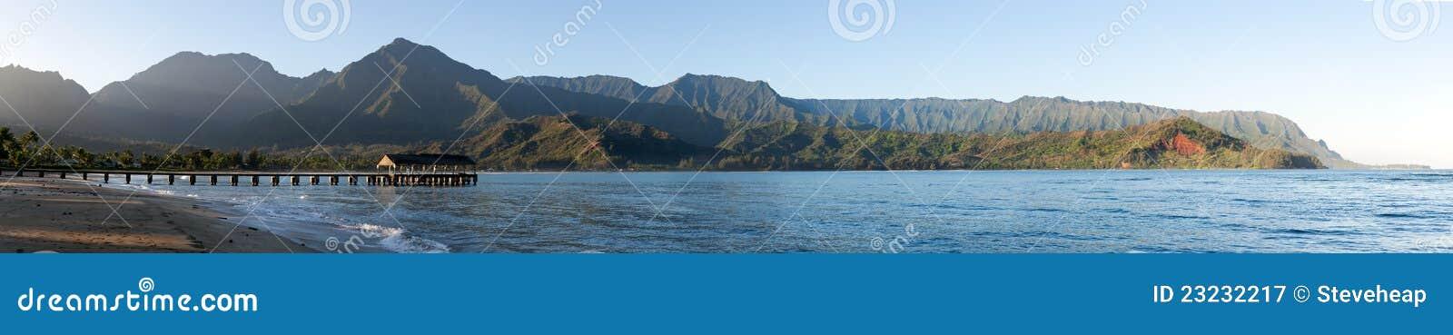 Het panorama van de zonsopgang in Hanalei Baai Kauai
