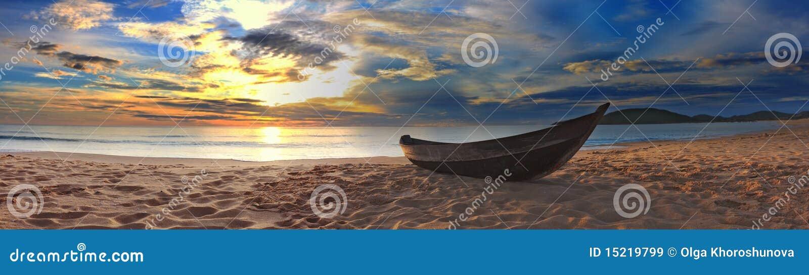 Het panorama van het strand
