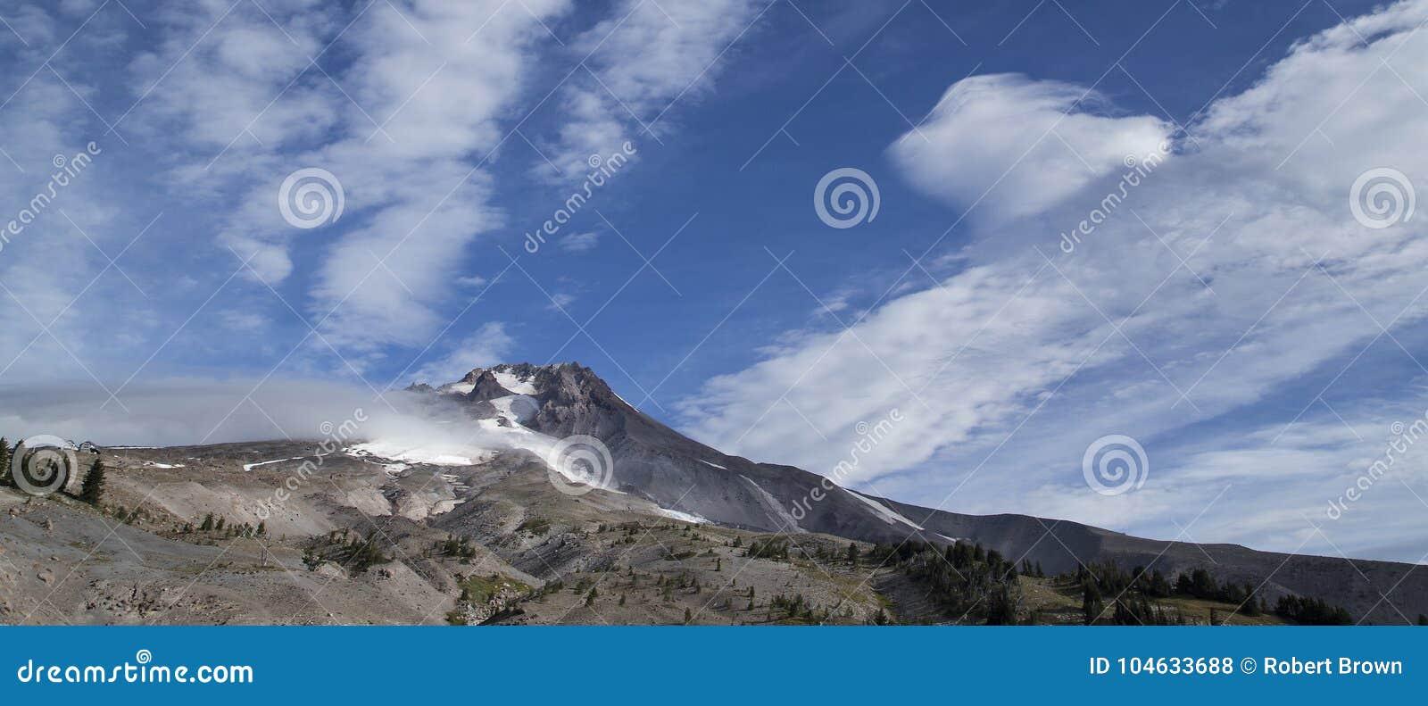 Download Het Panorama Van Onderstelkap Van Timberline Brengt, Oregon Onder Stock Foto - Afbeelding bestaande uit timberline, hemel: 104633688