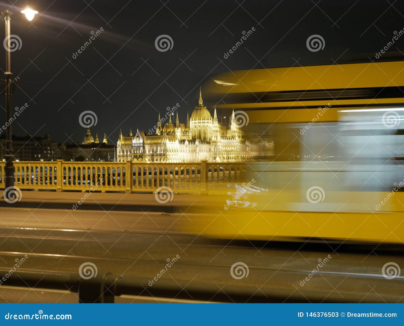 Het Parlement de Bouw van de nacht van Boedapest