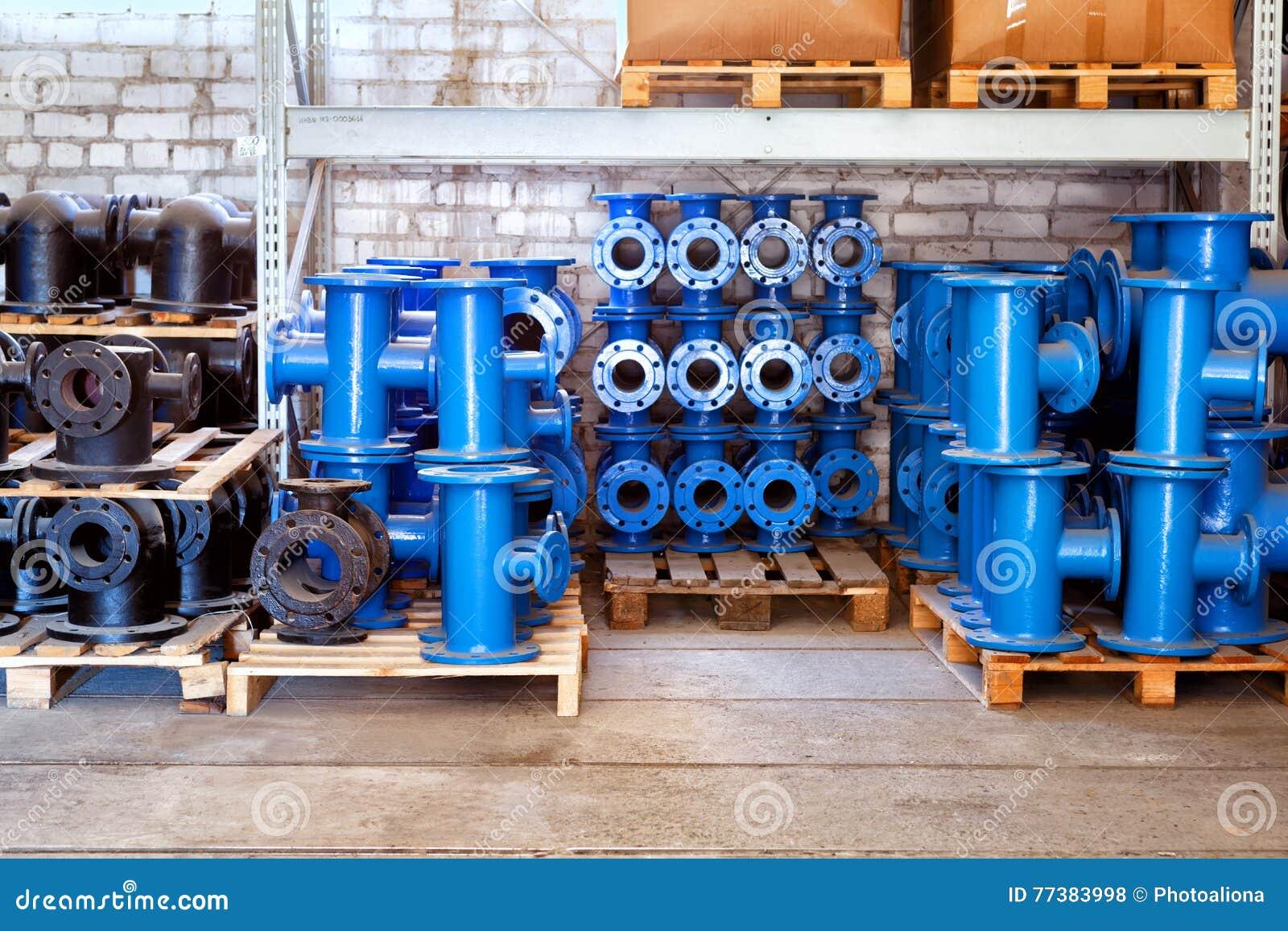 Het passen voor Plastic die pijpen in een van de het gebruiksloodgieterswerk of riolering van de pakhuiswerf installaties op bouw