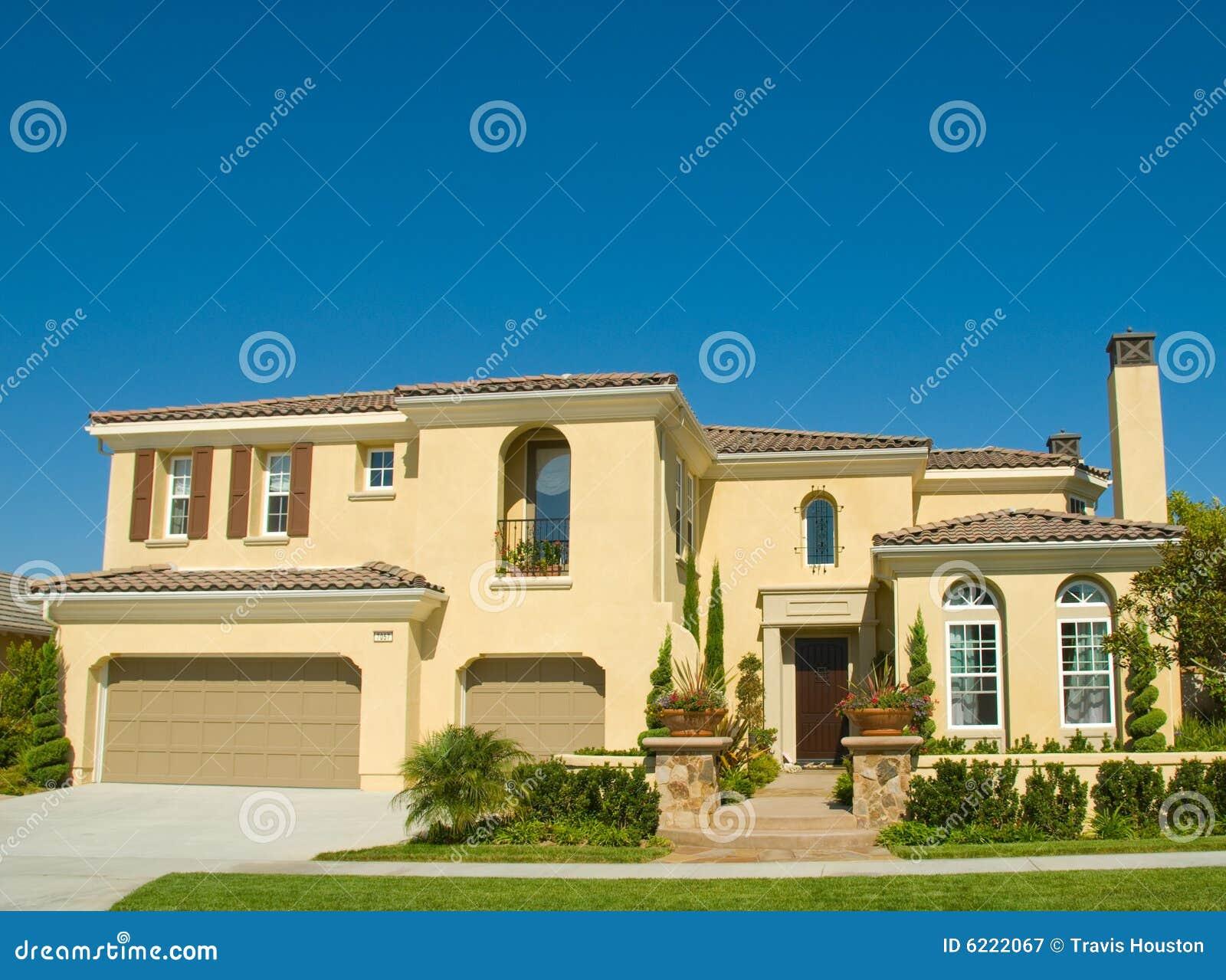 Het perfecte huis van het beeld in de gemeenschap van nice royalty vrije stock fotografie - Beeld van eigentijds huis ...