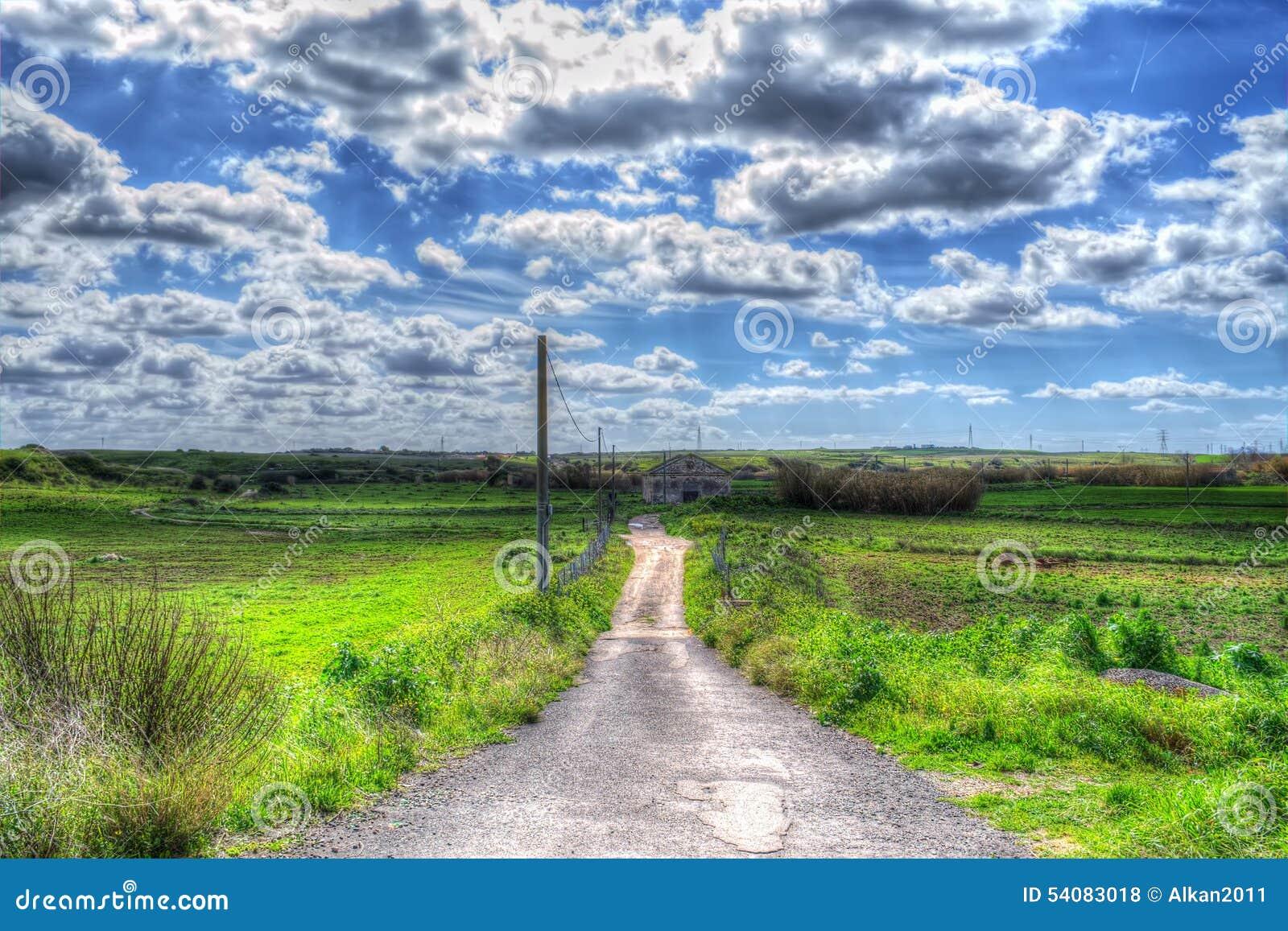 Het platteland van Sardinige op een bewolkte dag