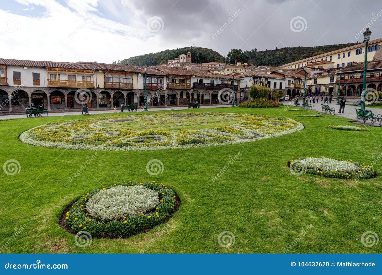 Download Het Plein Van De Straatscène In Cusco Peru Redactionele Afbeelding - Afbeelding bestaande uit peru, boom: 104632620