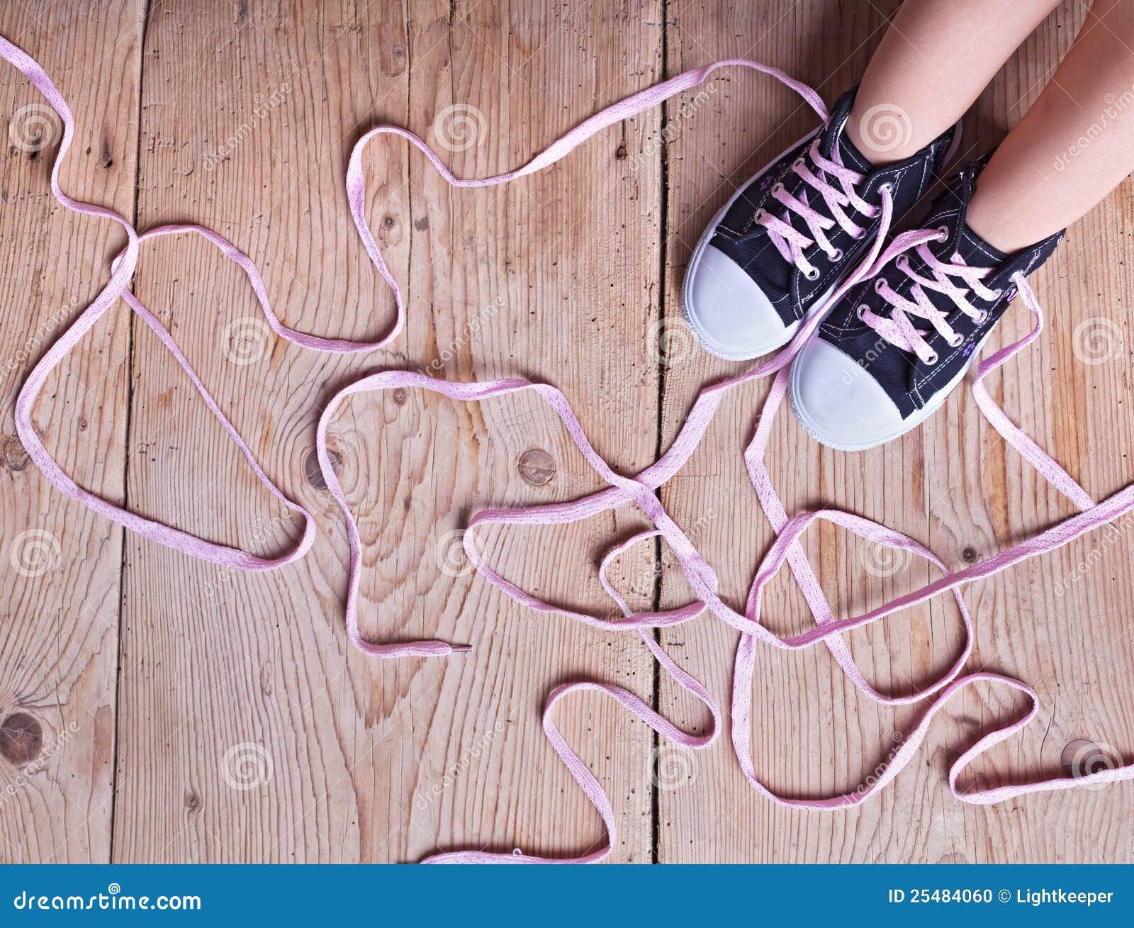 Het probleem - kindvoeten en schoenveters