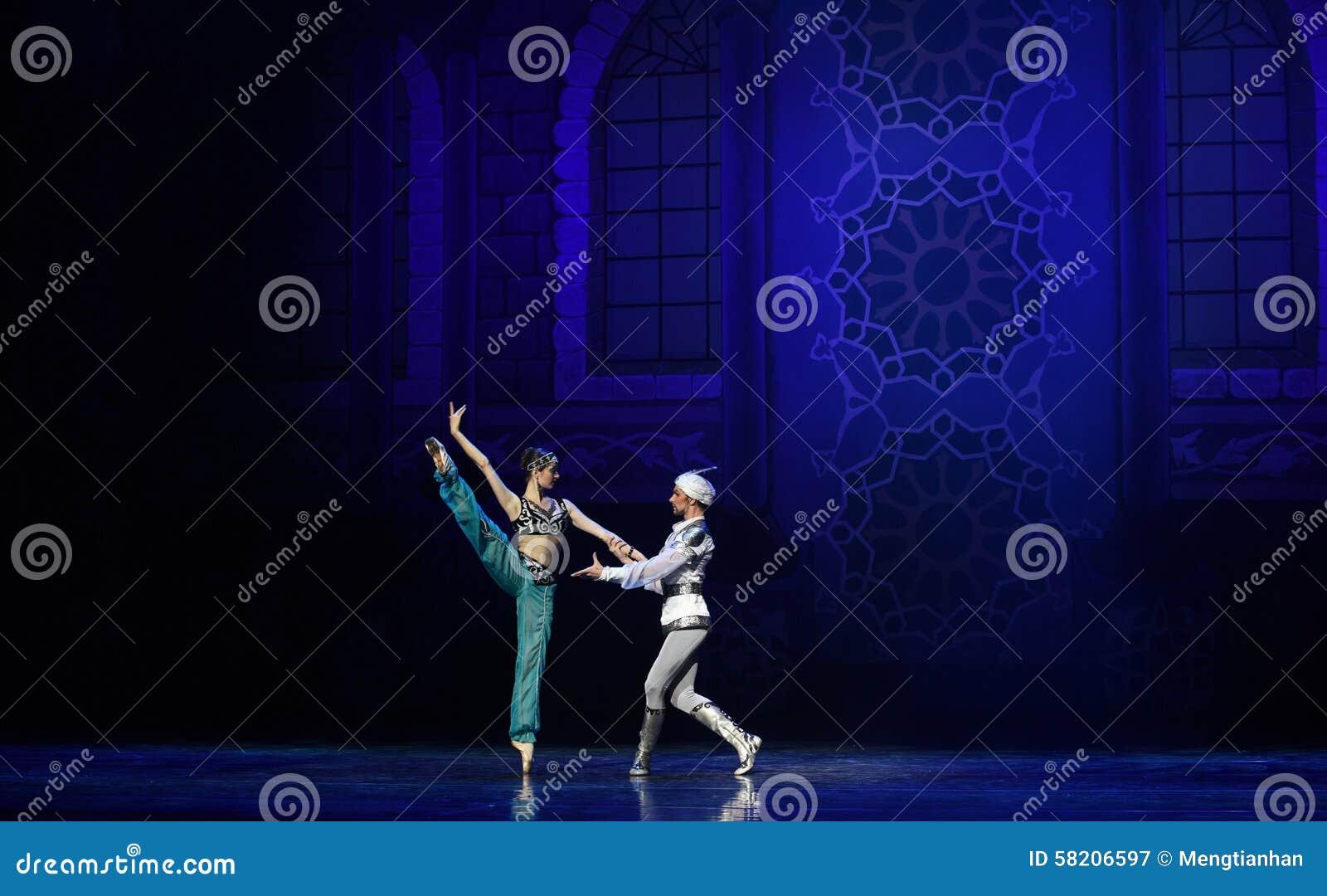 """Het proces van courtship- ballet """"One Duizend Één Nights†"""