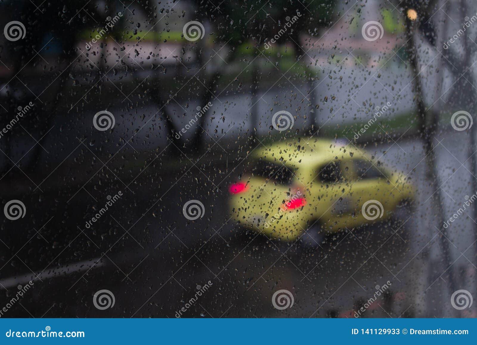 Het regenachtige venster van de Dag