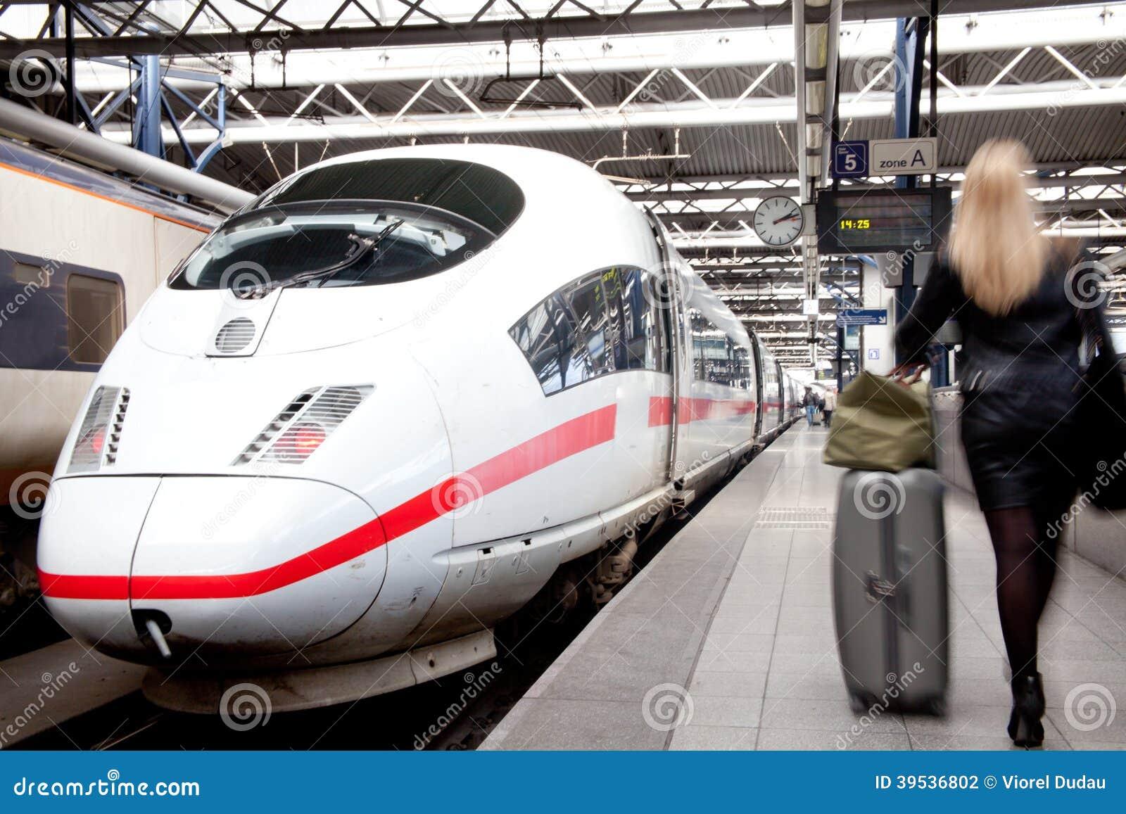 Het reizen door trein