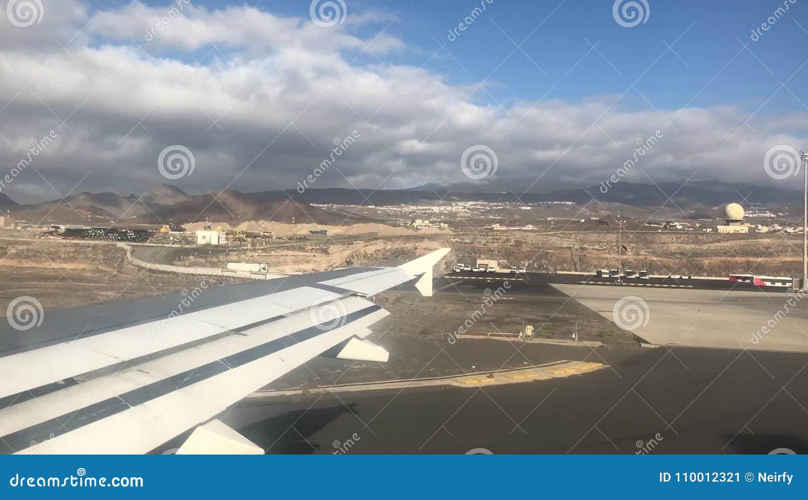 Het Reizen In Vliegtuig Stock Video Video Bestaande Uit Luchthaven