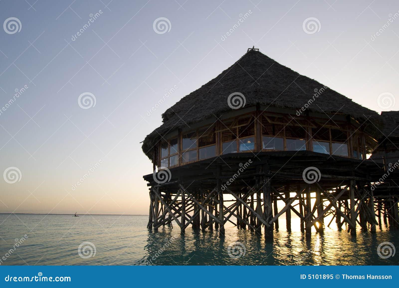 Het restaurant van het hotel in water Zanzibar Afrika