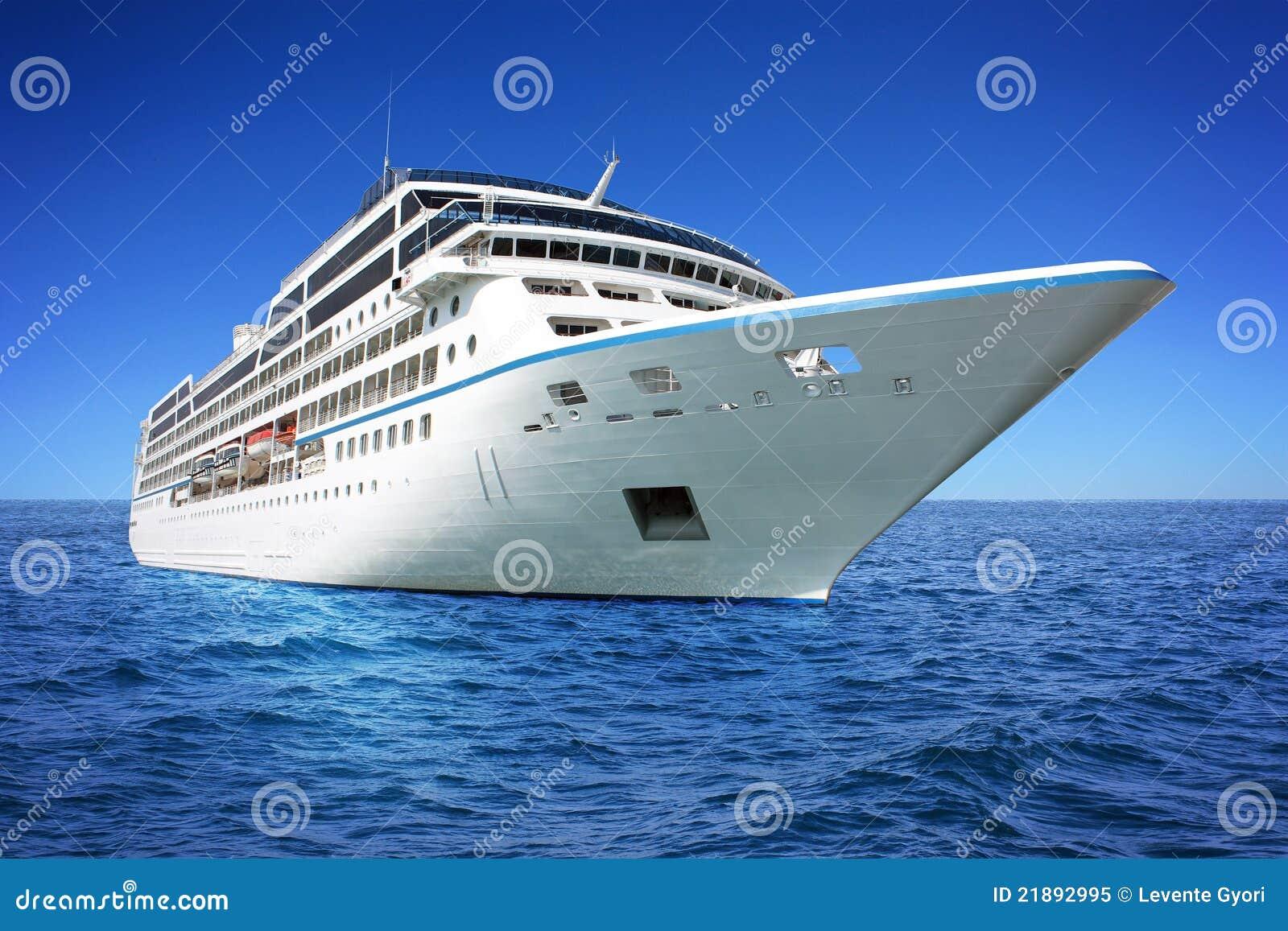 Het reusachtige schip van de luxecruise