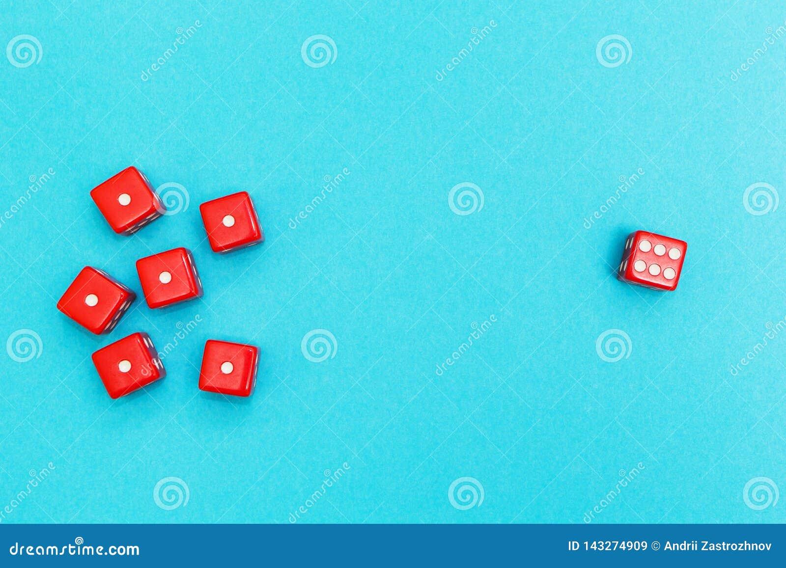 Het rood dobbelt op een blauwe achtergrond, een succes en een mislukking
