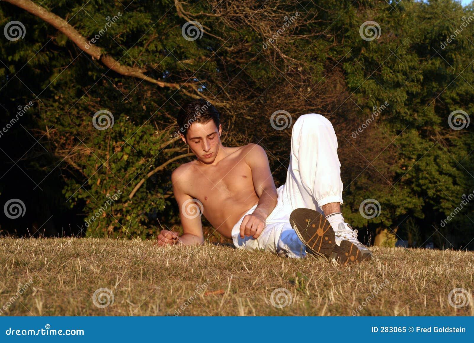 Het rusten op gras