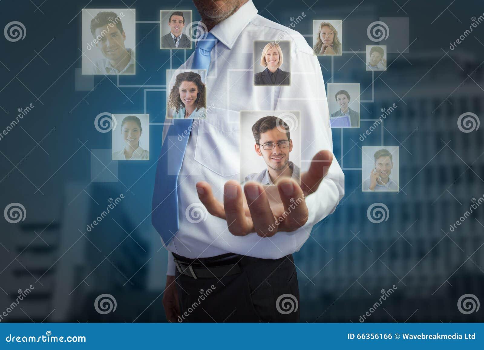 Het samengestelde beeld van zakenmanholding deelt uit