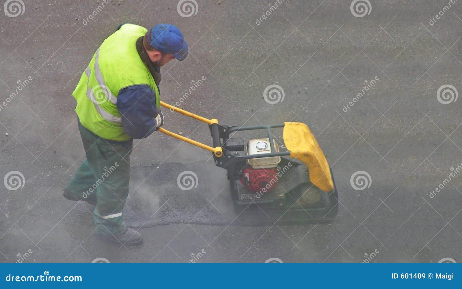 Het samenpersen van asfalt