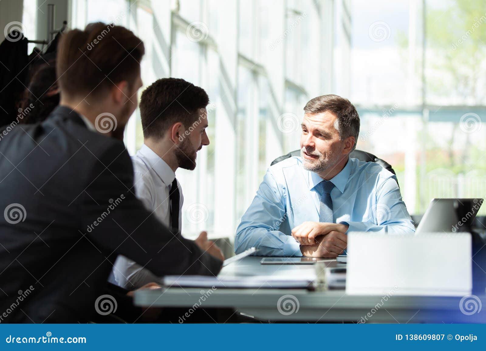 Het samenwerken Zaken Team Discussion Meeting Corporate Concept