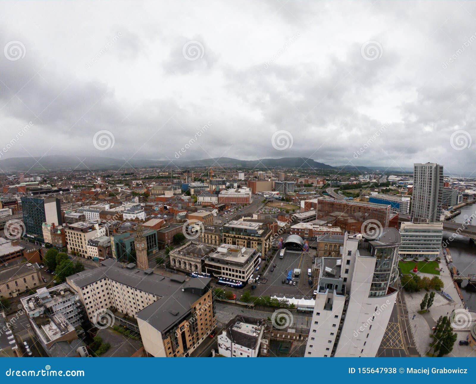 Het Satellietbeeld van Belfast, Noord-Ierland van architectuur en gebouwen Weergeven op Stad van hierboven