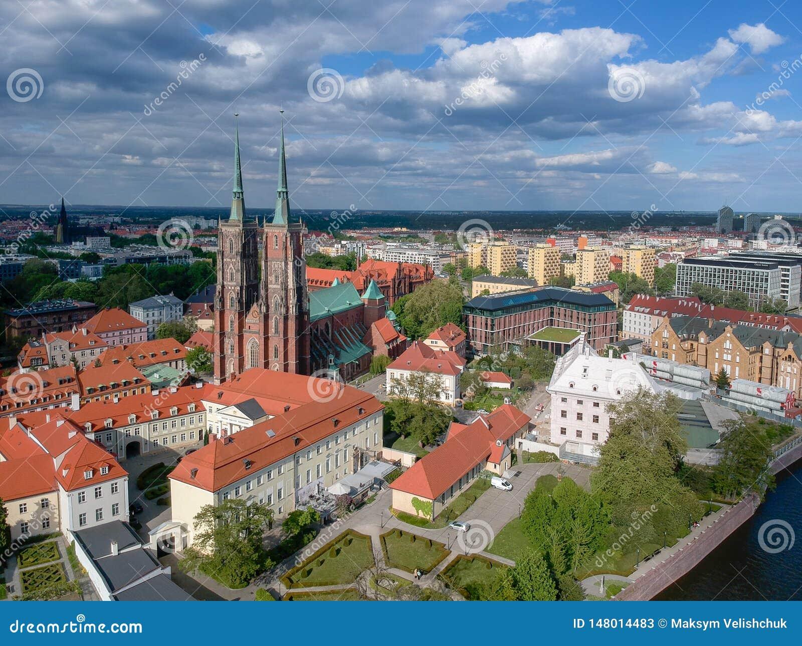 Het satellietbeeld van Wroclaw: Ostrow Tumski, Kathedraal van St John de Doopsgezinde en Collegiale Kerk van het Heilige Kruis en