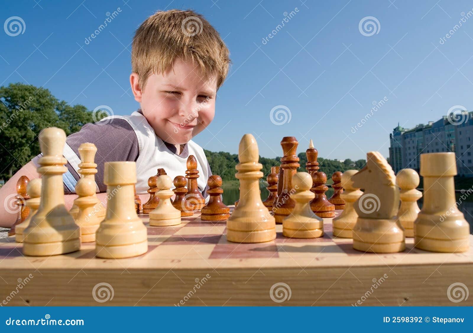 Het schaak van de jongen