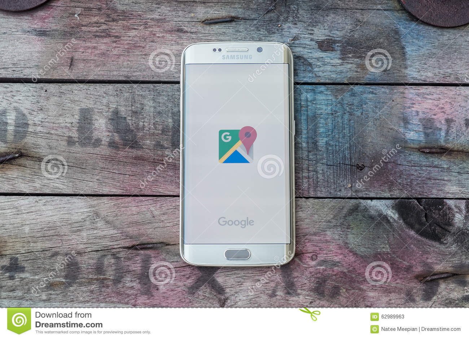 Het scherm van googlekaarten wordt geschoten op de melkwegs6 rand die van Samsung