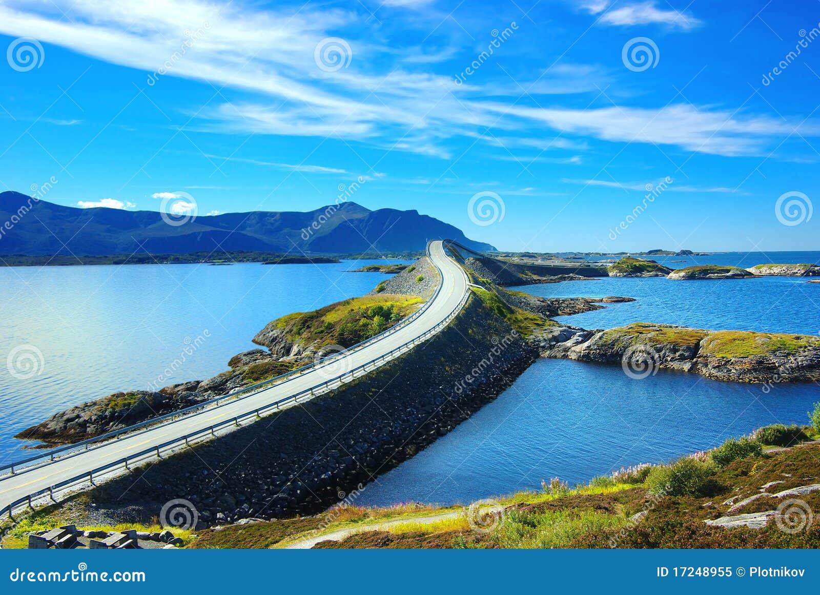 Het schilderachtige landschap van Noorwegen. Atlanterhavsvegen