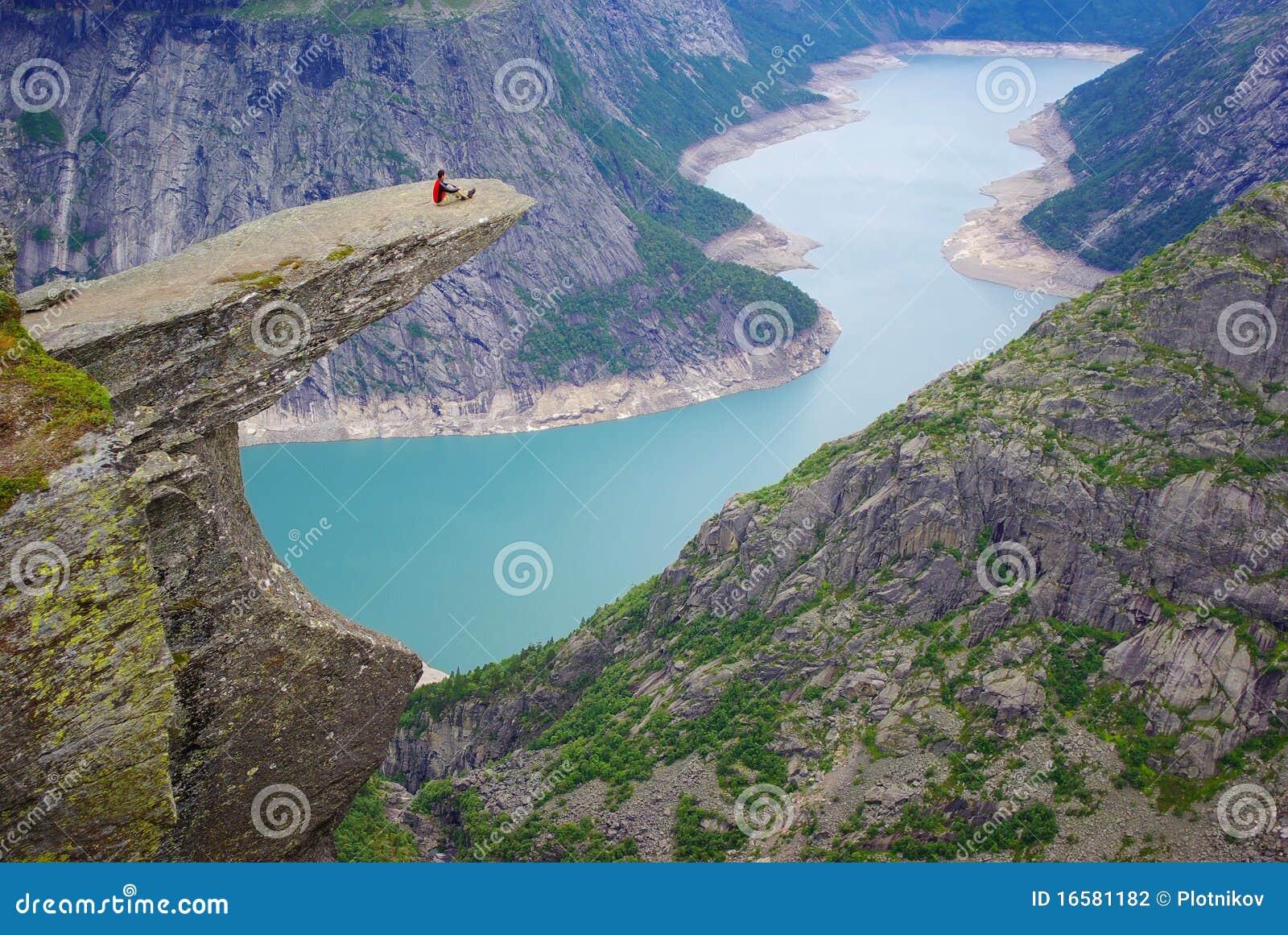 Het schilderachtige landschap van Noorwegen. Trolltunga