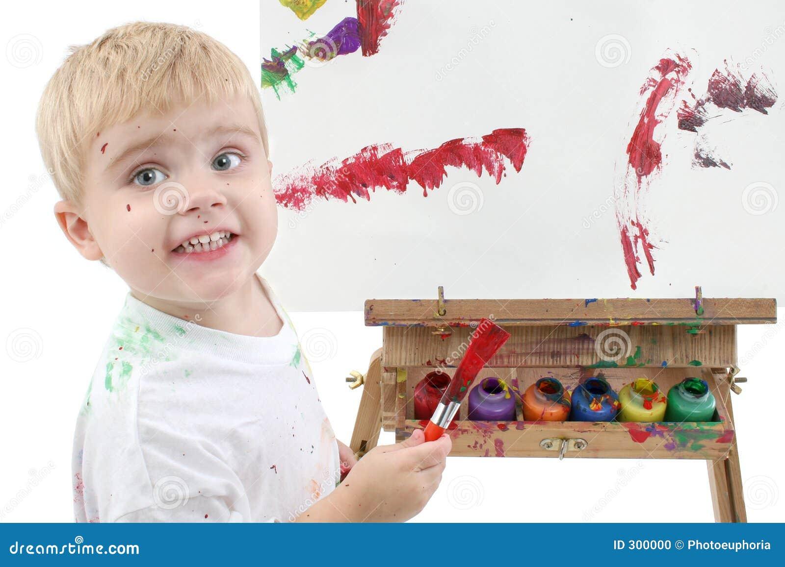 Het schilderen van de jongen van de peuter van addorable bij schildersezel stock foto - Ruimte van de jongen kleur schilderen ...