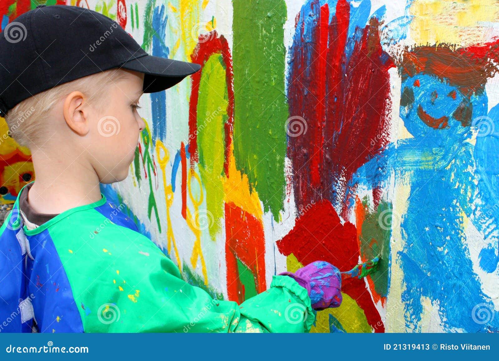 Het schilderen van het kind muur stock afbeelding afbeelding