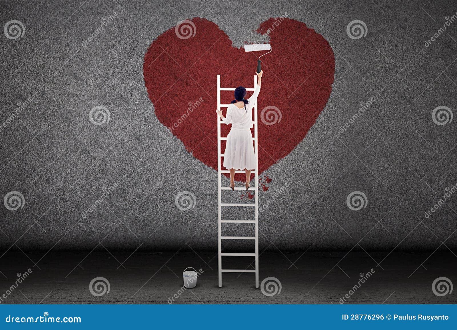 Het Schilderen Van Het Meisje Liefde Op De Muur Royalty-vrije ...