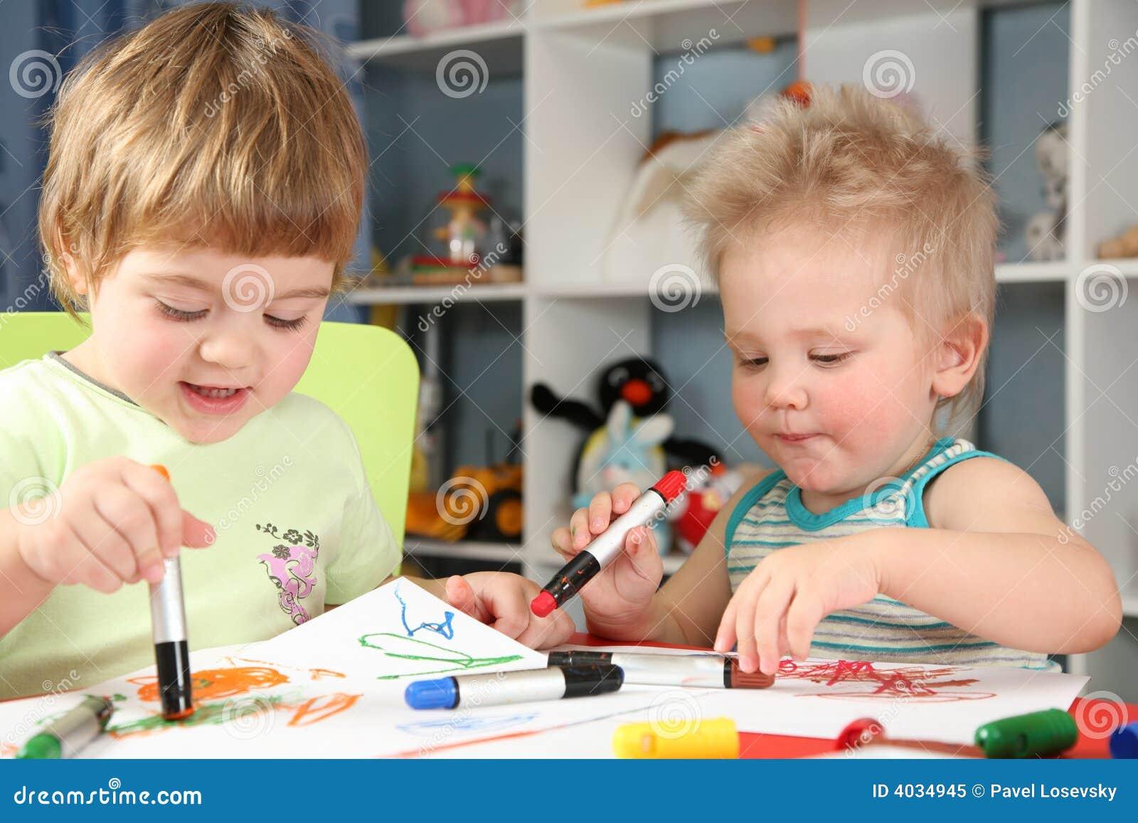 Het schilderen van kinderen stock afbeelding afbeelding 4034945 - Schilderen kind jongen ...