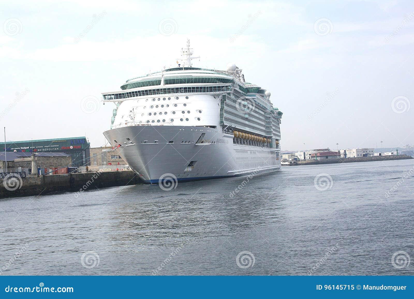 Het schip Costa Luminosa van de cruise