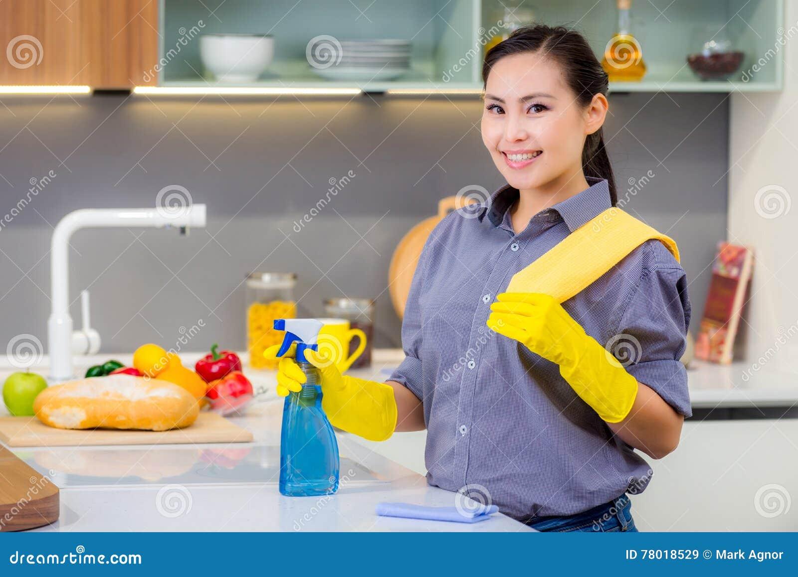 Het schoonmaken in de keuken