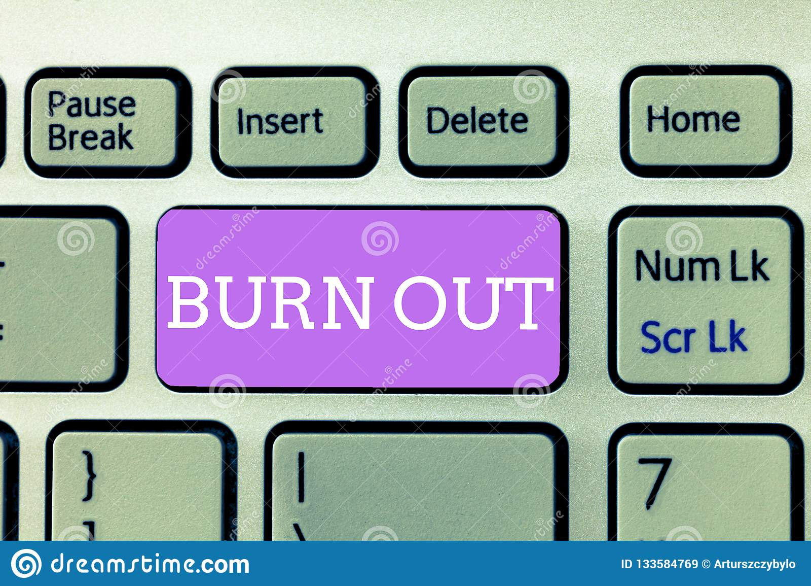 Het schrijven nota die Brandwond uit tonen Bedrijfsfoto demonstratiegevoel van fysieke en emotionele uitputtings Chronische moehe