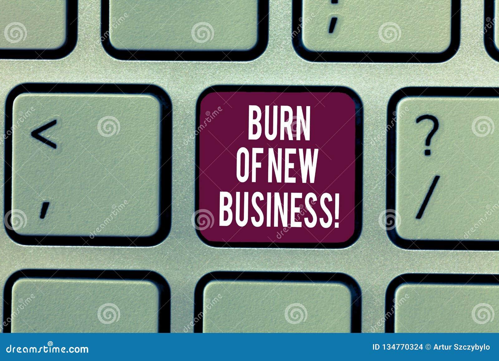 Het schrijven nota die Brandwond van Nieuwe Zaken tonen De bedrijfsfoto demonstratiehoeveelheid maandelijks contant geldgeld het
