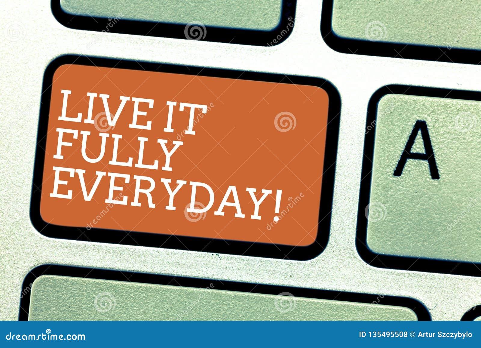 Het schrijven nota die Live It Fully Everyday tonen De bedrijfsfoto demonstratie optimistisch is geniet Succesvol het levens van