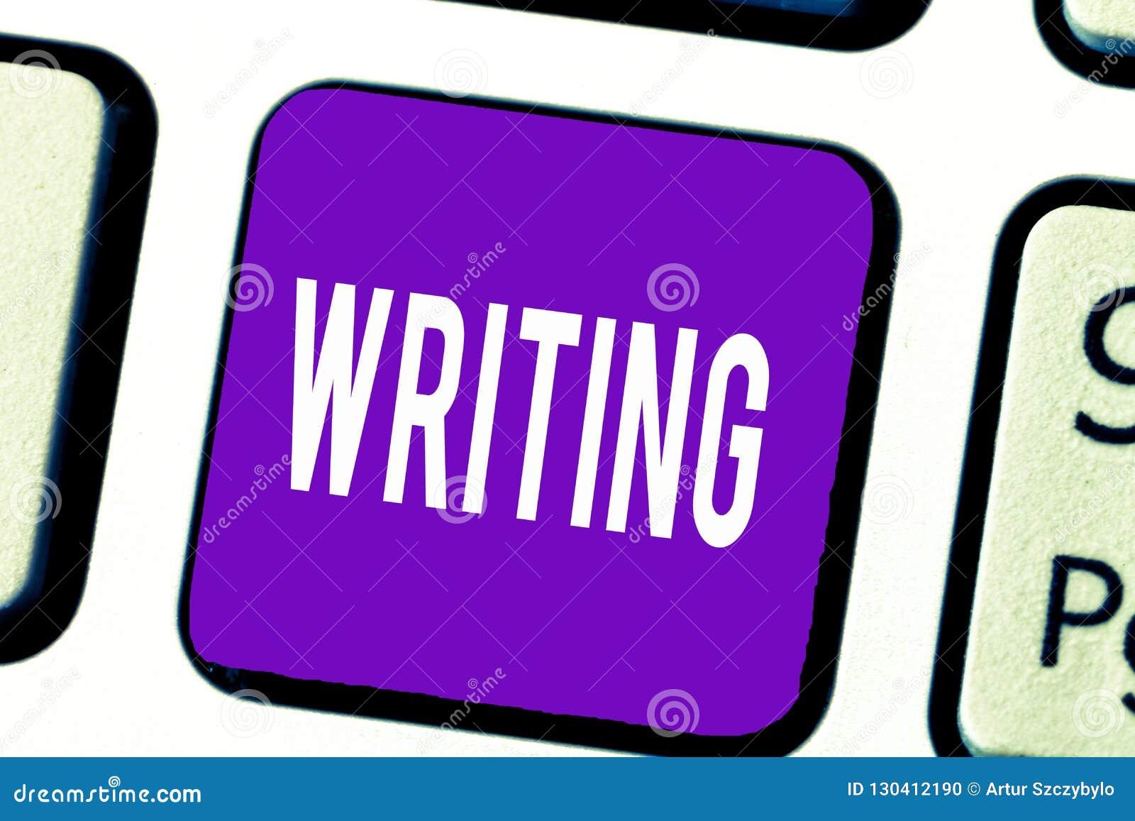 Het schrijven nota die het Schrijven tonen De bedrijfsfoto demonstratieactie van schrijft iets die de belangrijke documenten van