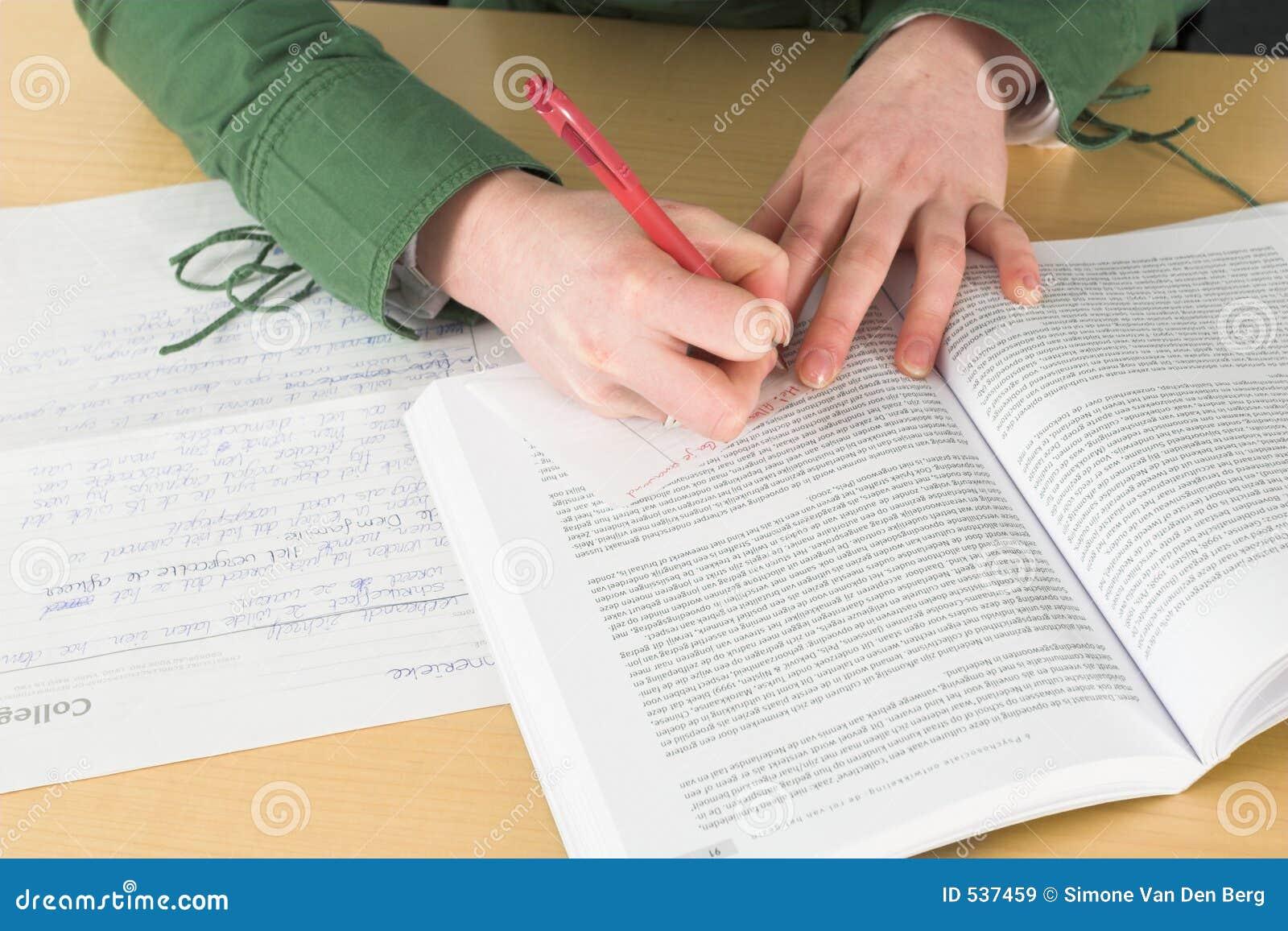 Het schrijven nota s tijdens klasse