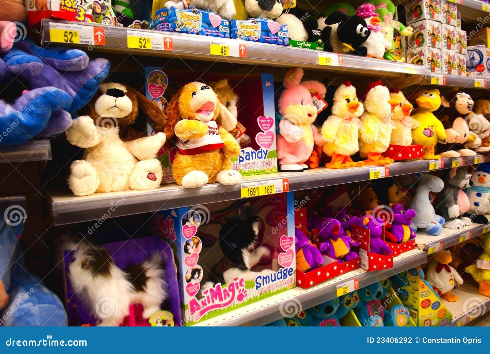 Het speelgoed van de baby in supermarkt