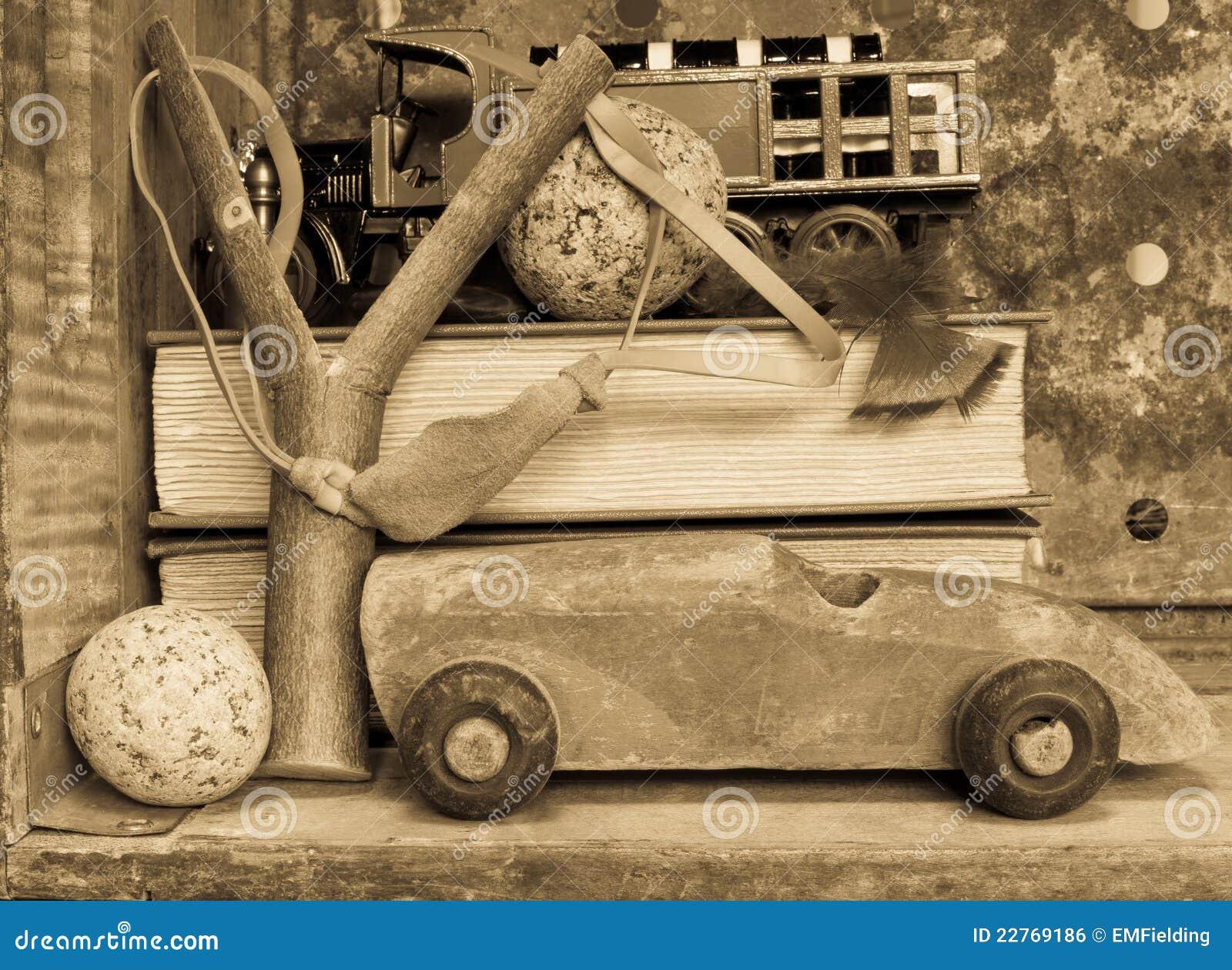 Het speelgoed van de jongen nostalgische achtergrond royalty vrije stock afbeelding - Lay outs ruimte van de jongen ...