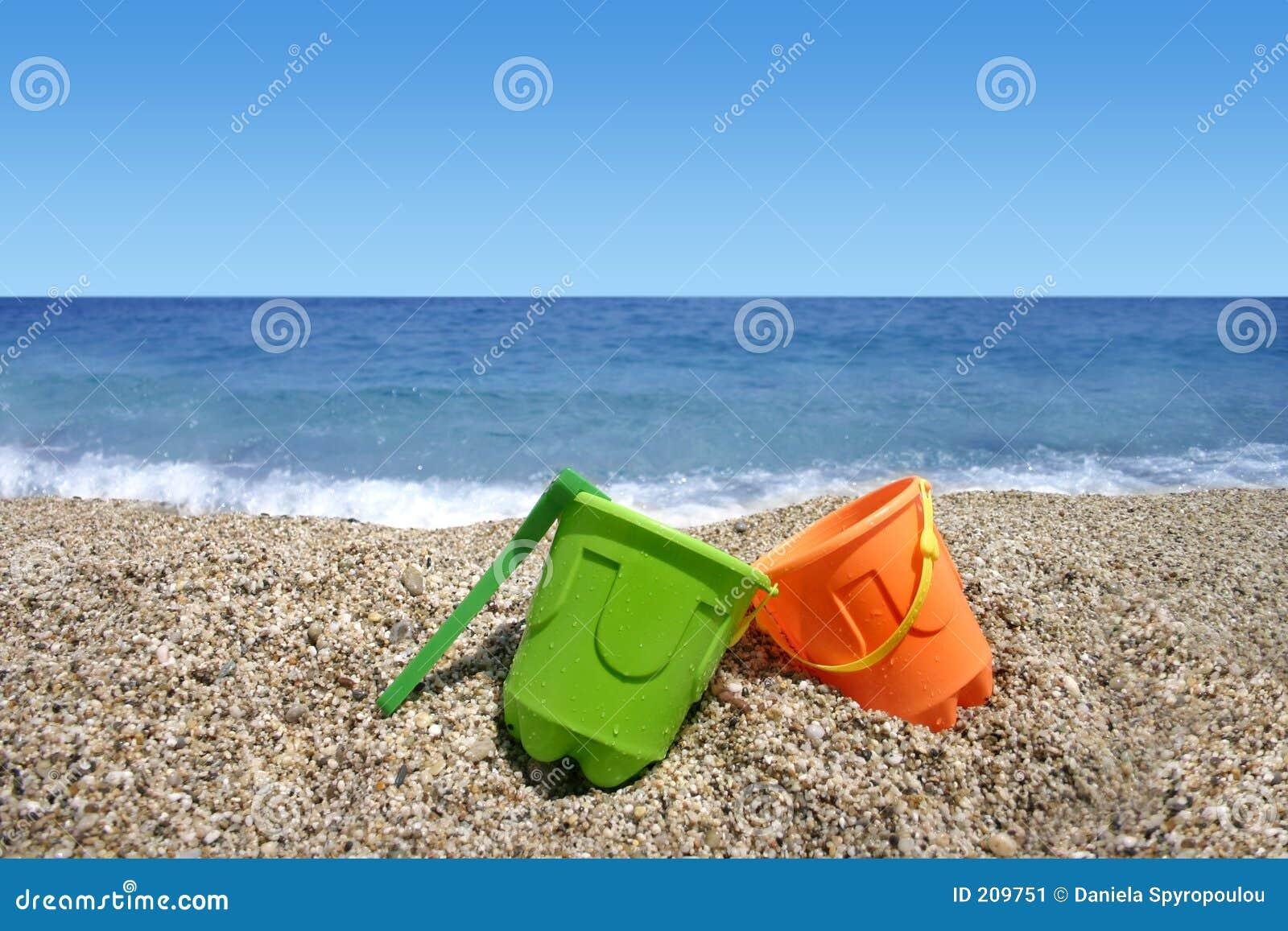 Het speelgoed van het strand de zomervakantie stock afbeelding afbeelding 209751 - Groen behang van het water ...