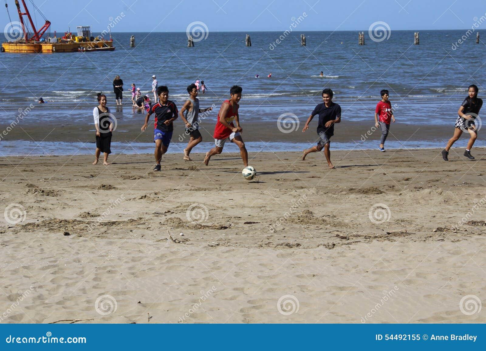 Het spel van het strandvoetbal