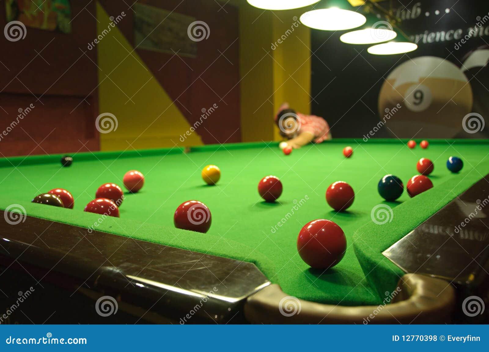 Het spelen snooker